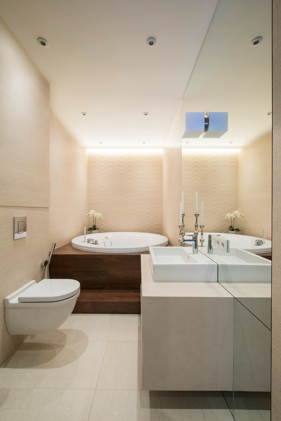 Amazing-Round-Drop-In-Tub-In-Luxury-Small-Bathroom-Design