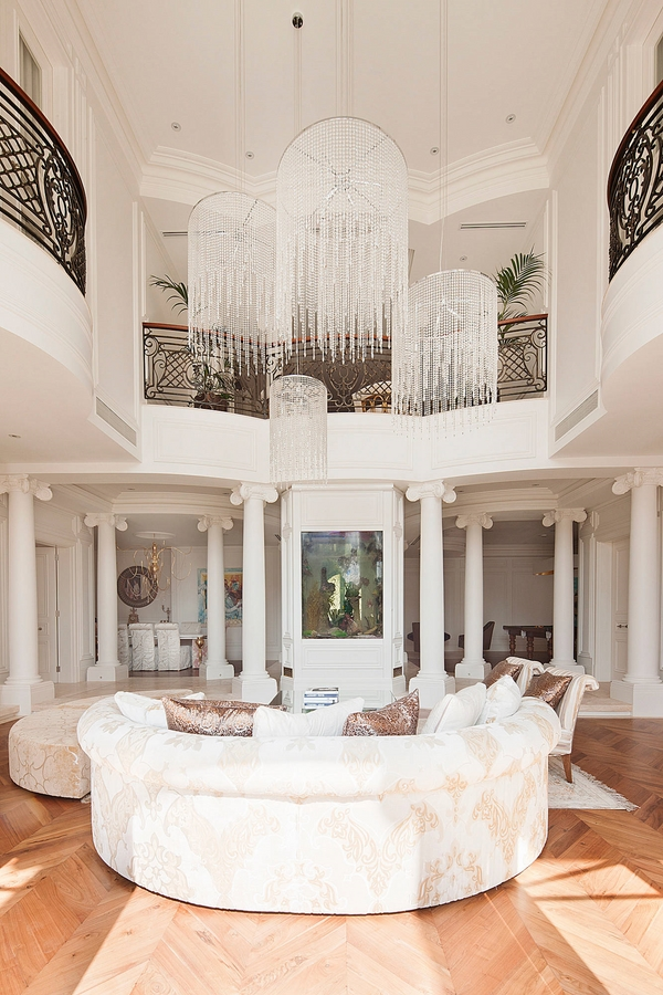Awesome-large-chandeliers-living-room-decor-ideas-white-furniture