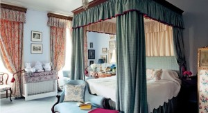 20 Stunning Canopy Bed Curtains For Romantic Bedroom Decor