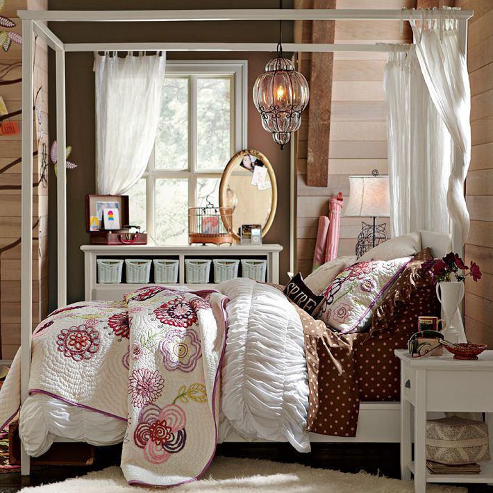 Floral Cover Bed And White Canopy Bed Curtain