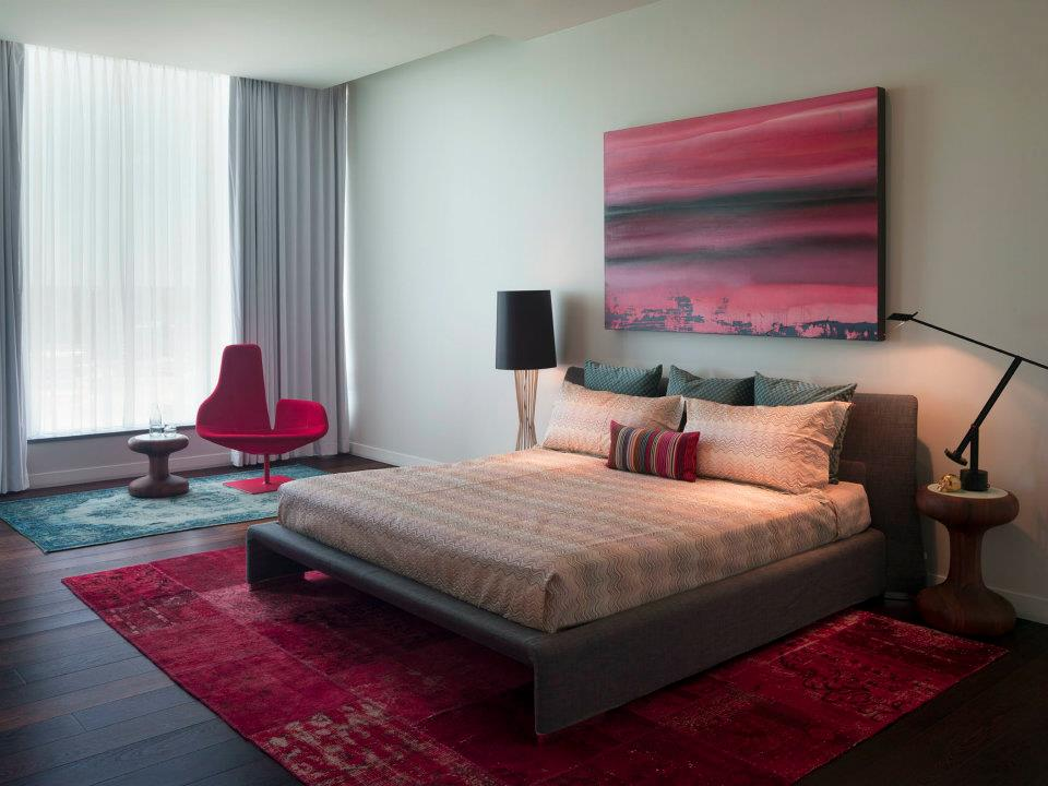 Master-bedroom-color-ideas-with-rugs-red-and-green