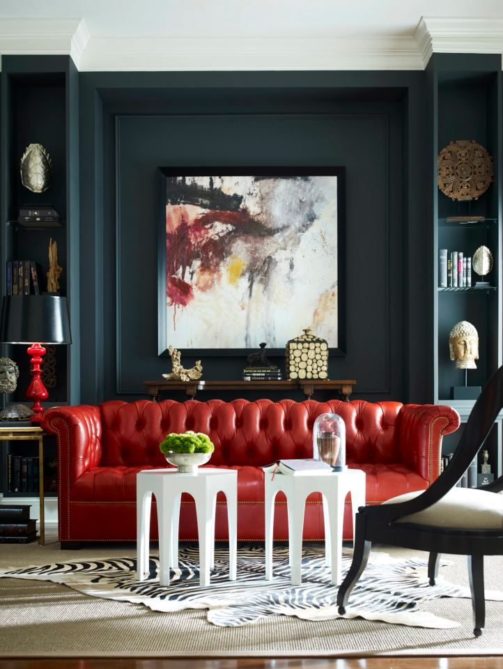 bold and dramatic with red, black and white in this living room
