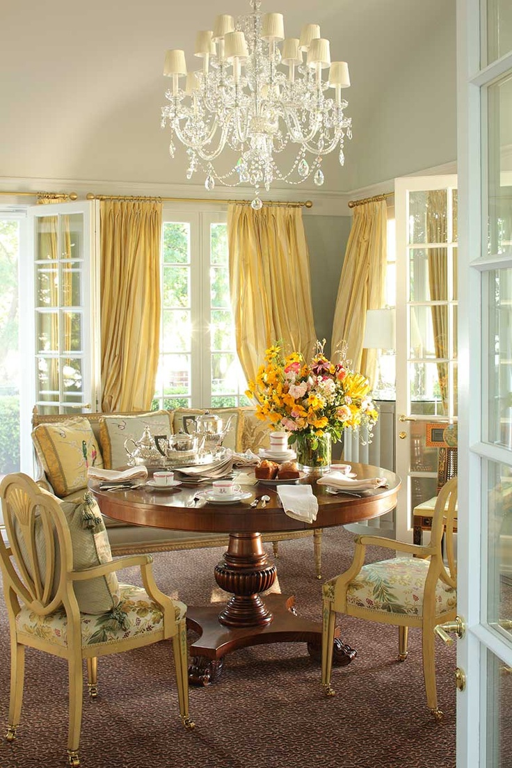 cool-chandeliers-for-dining-room-traditional-design-ideas-with-beautiful-floral-graphical-dinner-furniture-set-and-awesome-crystal-chandelier
