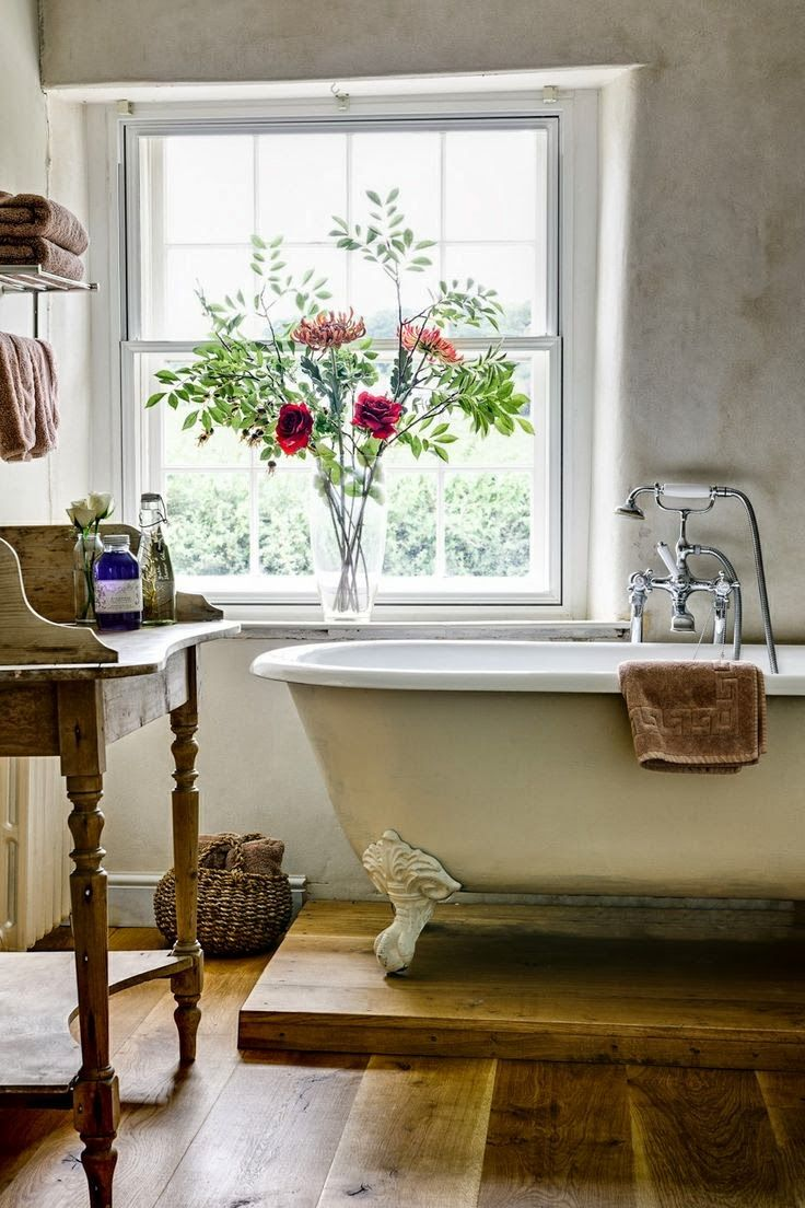 cozy-and-relaxing-farmhouse-bathroom-designs-11