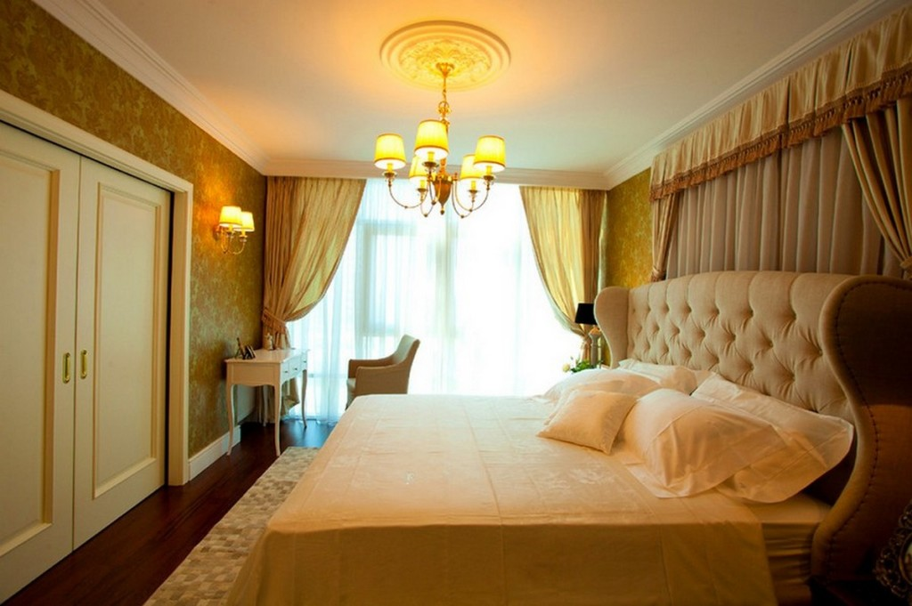 golden-tone-bedroom-with-soft-lighting-of-modern-chandelier-and-king-size-bed