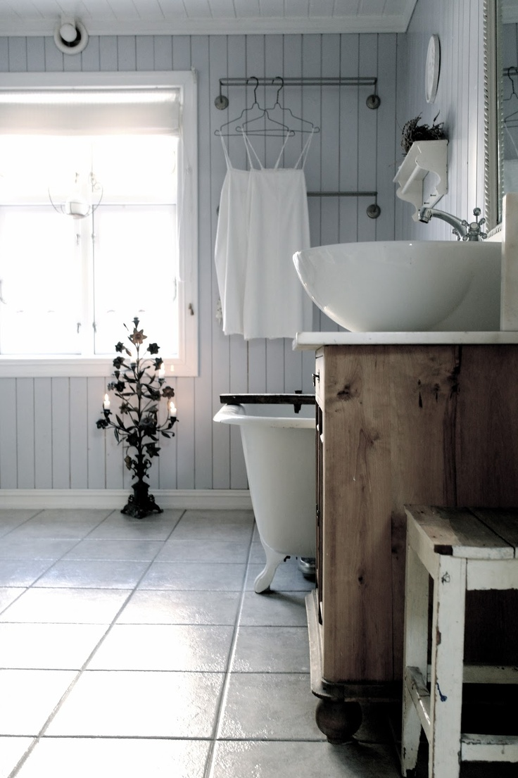 shabby-chic-bathroom-vanities