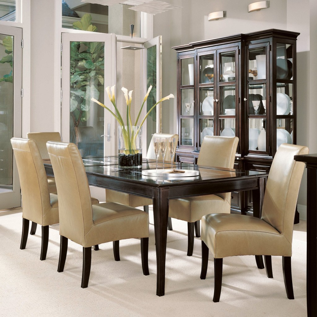 Beautiful Dining Room with Wooden Table & Leather Chairs