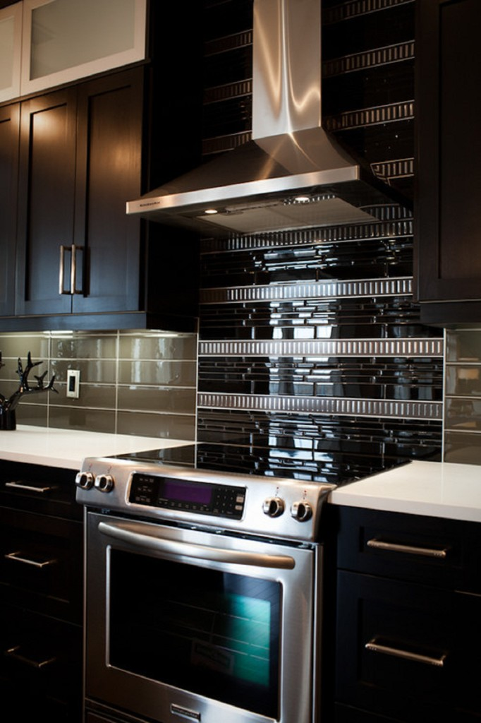 gallery-glass-subway-tile-kitchen-backsplash