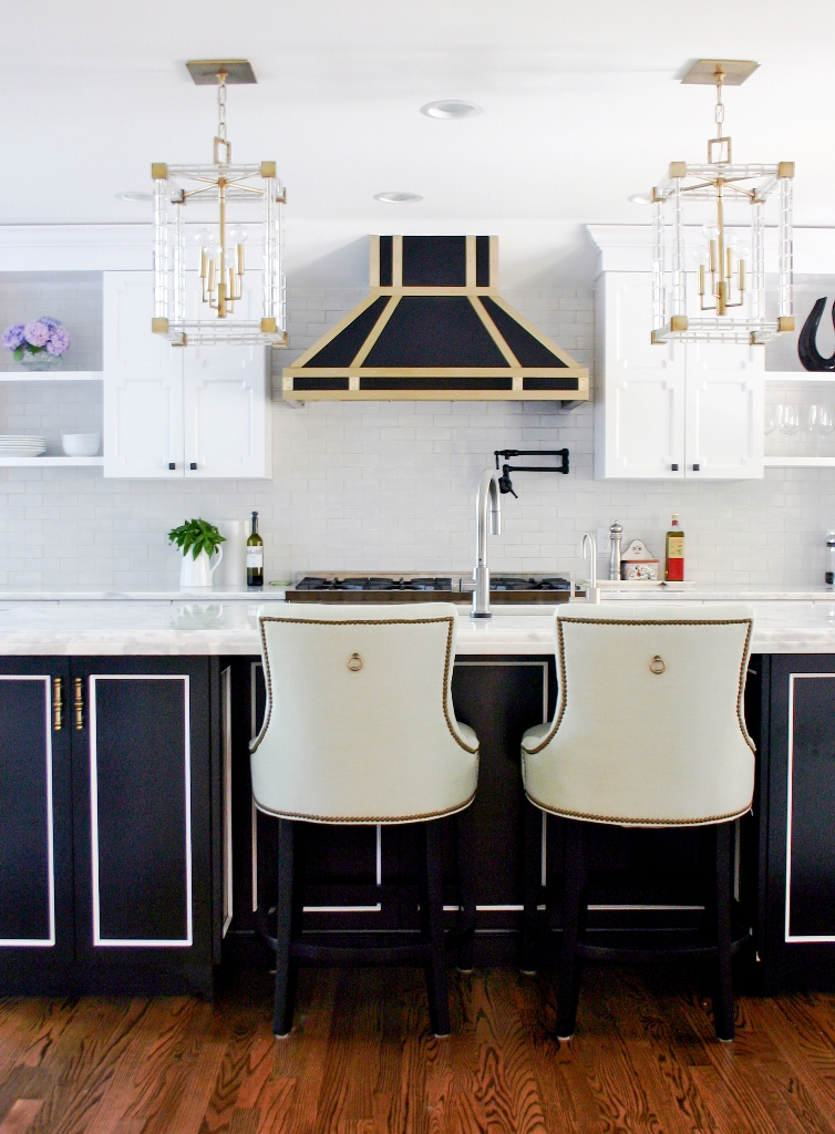 Design-Kitchen-Black-and-Brass-Hood-Lucite-Pendants