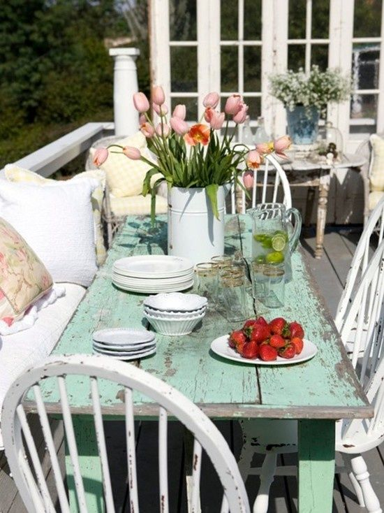 Shabby Chic outdoor dining