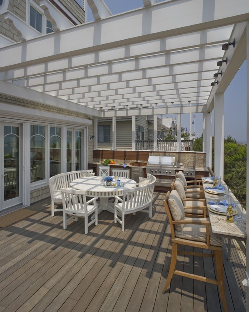 beach-style-deck with outdoor kitchen