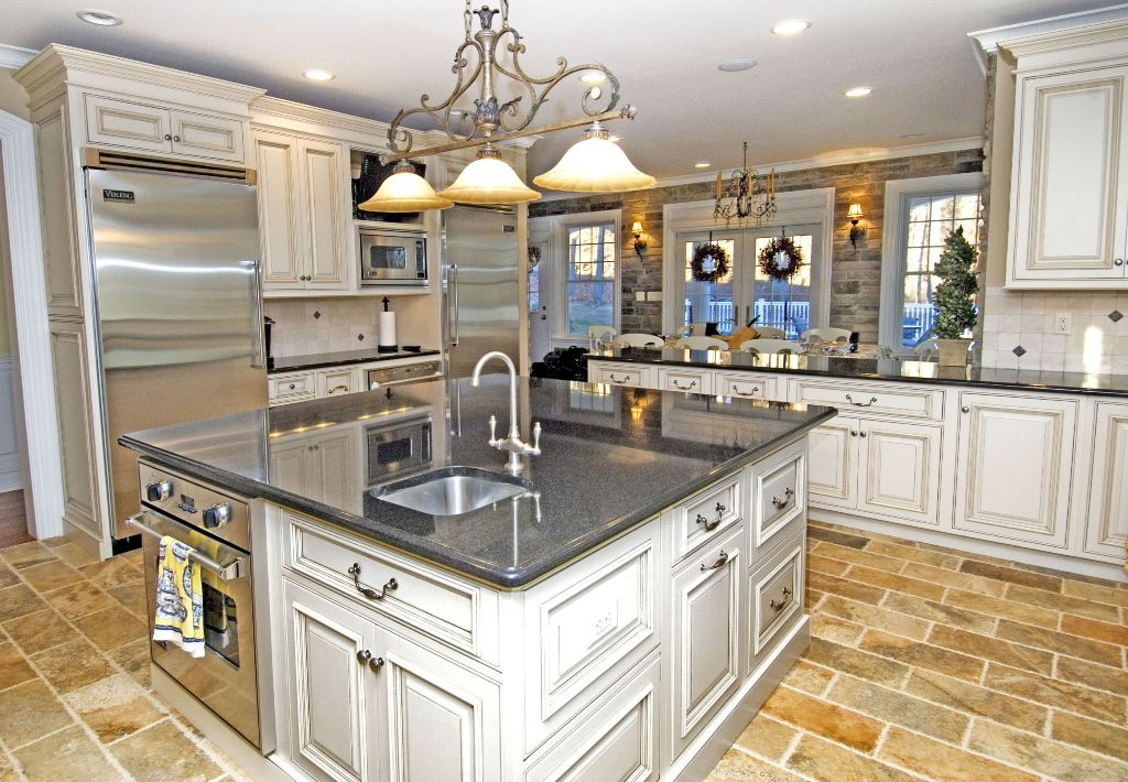 exciting red kitchen decor | 25 Exciting Traditional Kitchen Designs and Styles