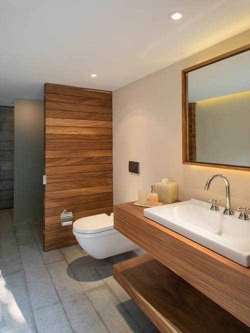 Mid-Sized Modern Bathroom
