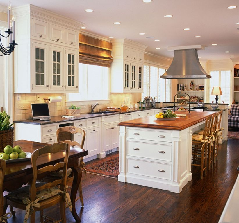 Phenomenal Traditional Kitchen