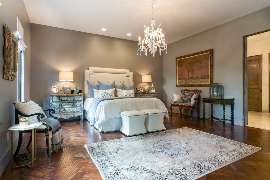 Traditional Bedroom Design Ideas with rug