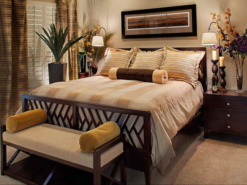 Traditional Bedroom with seating