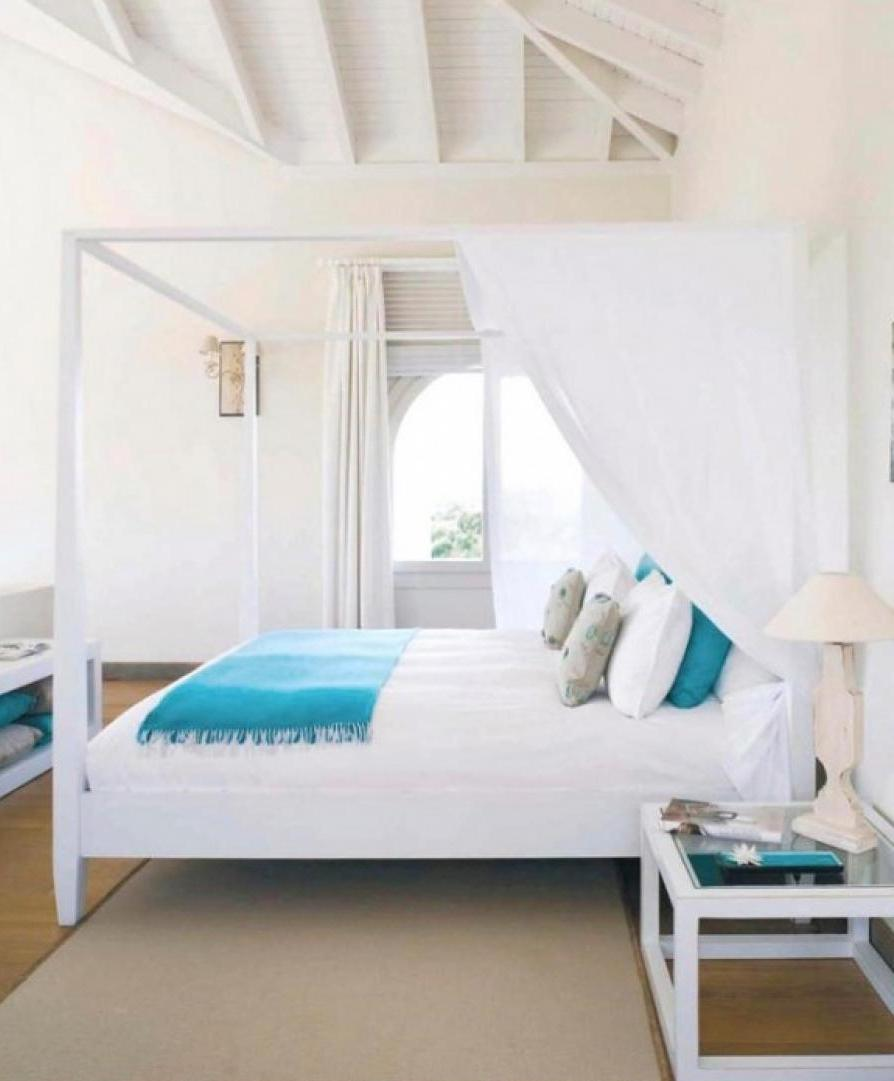 Traditional-Wooden-Bench-Blended-With-Cream-Window-Curtains-Bedroom