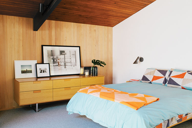 midcentury-master-bedroom