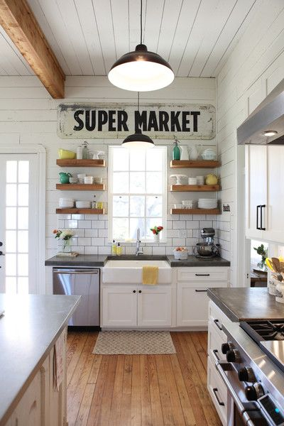 mix-of-old-new-elements-in-this-farmhouse-kitchen