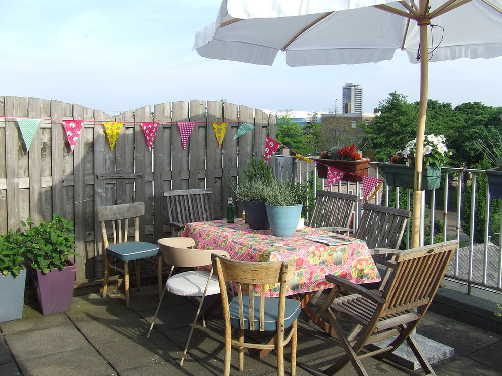 Impressive-Outdoor-Tablecloth-With-Umbrella-Hole-Decorating-Ideas-Images-in-Patio-Eclectic-design-ideas