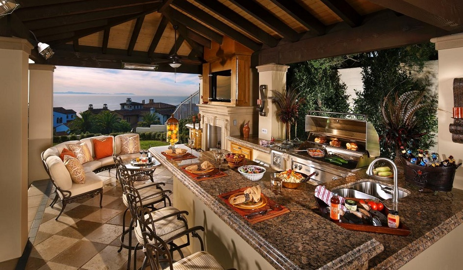 Outdoor-Luxury-Kitchen