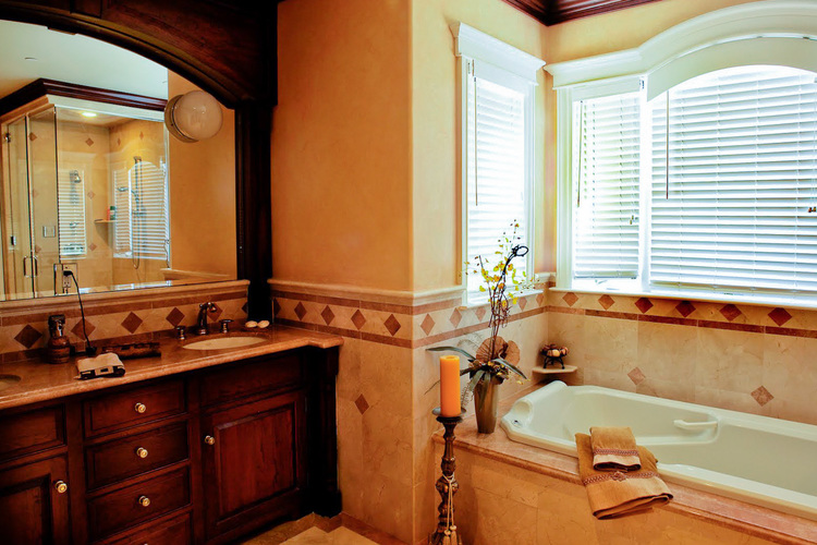 Tiled-bathroom-tub