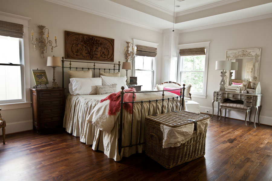 farmhouse-city-bedroom-with-pink