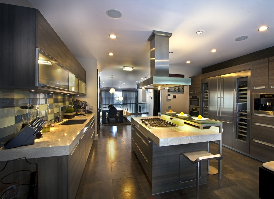 Contemporary Kitchen with 6 burner gas cooktop