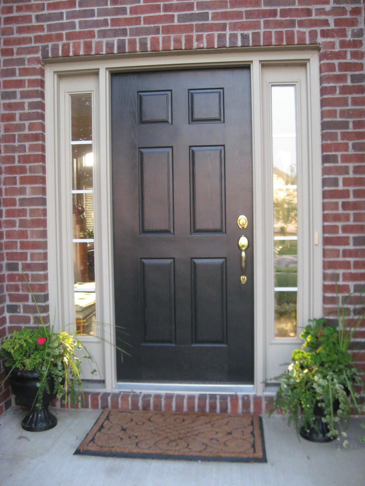 Front-doors-with-sidelights
