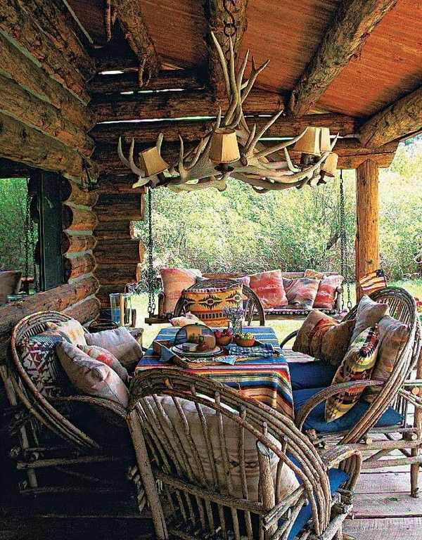 rustic-outdoor-lighting-ideas-patio-deck-antler-chandelier