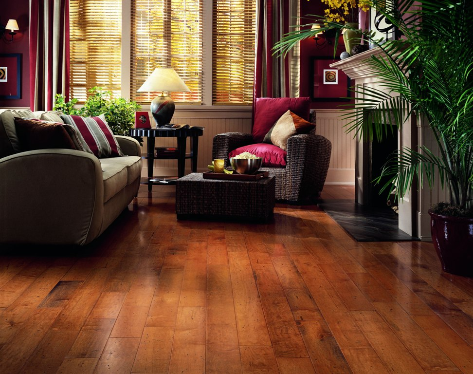 Hickory Hardwood Flooring With Rattan Furniture
