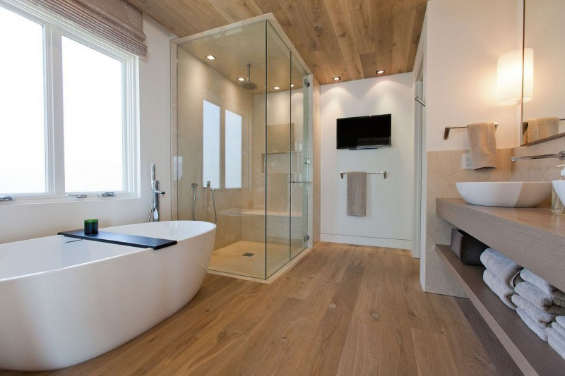 airy-bathroom-with-wood-floor