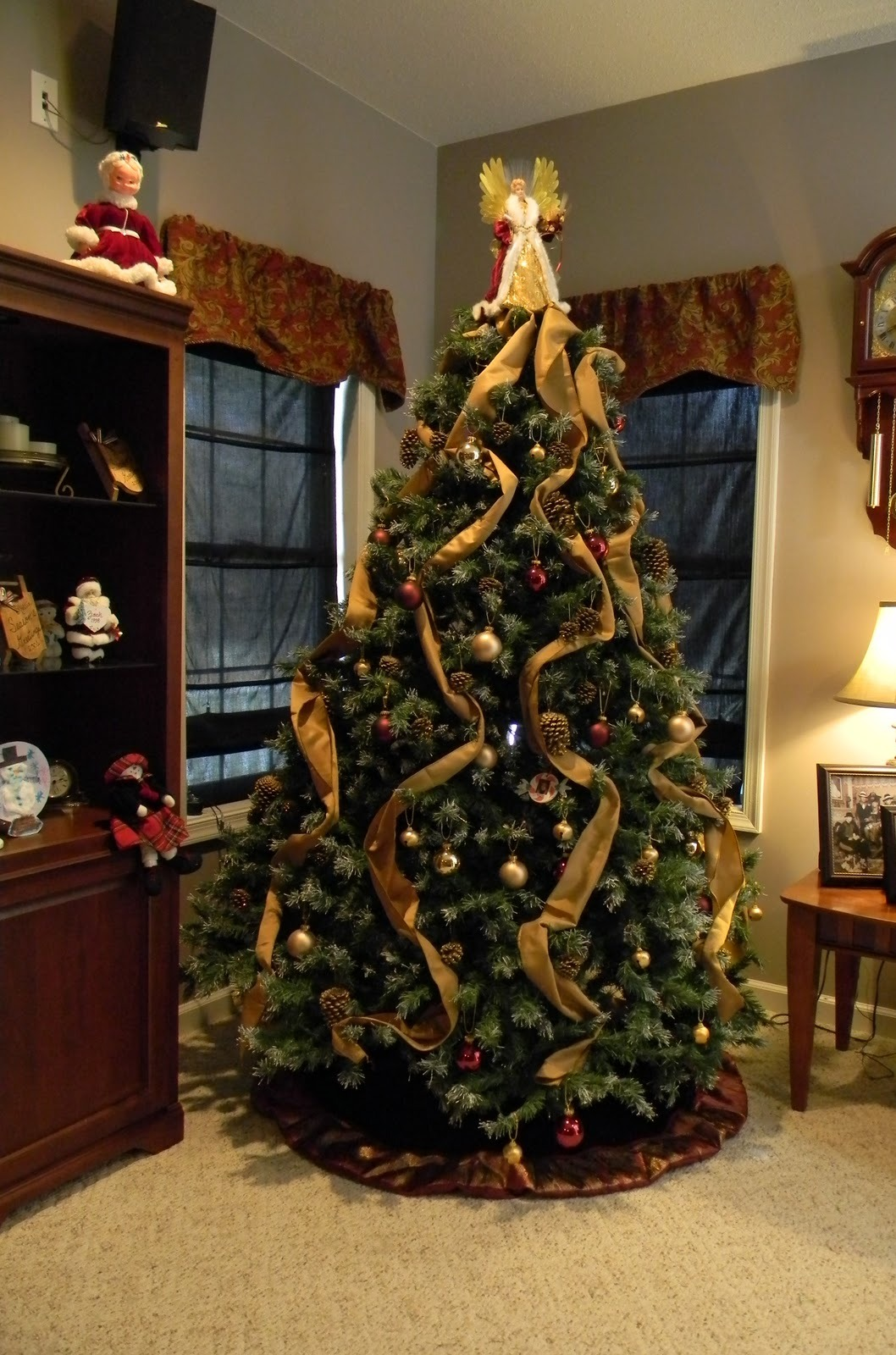 awesome-christmas-tree-decorating-ideas-18