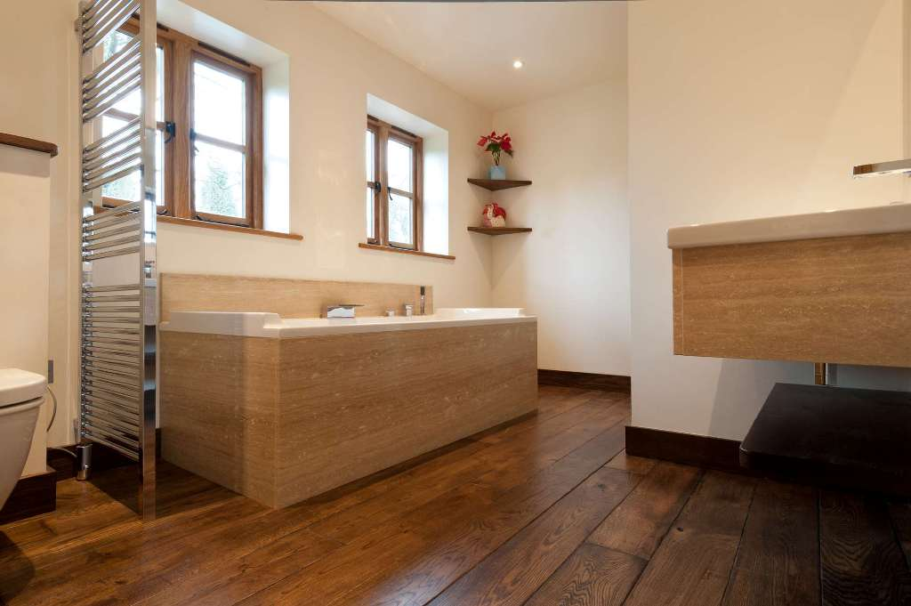 bathroom-with-oak-wood-flooring