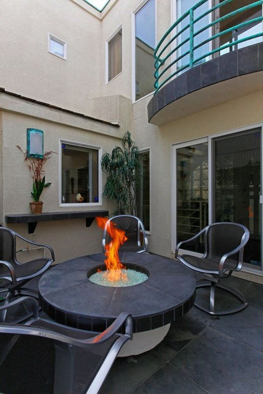 contemporary-patio-design-with-fire-pit