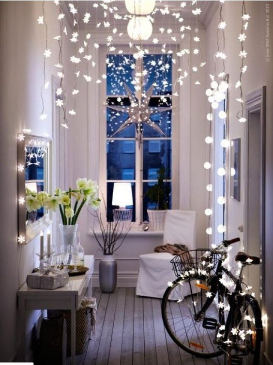 simple-hallway-christmas-decorating-ideas