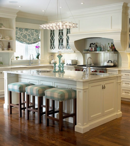 traditional-kitchen-bar-stools