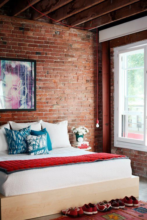 vintage-wall-in-modern-bedroom