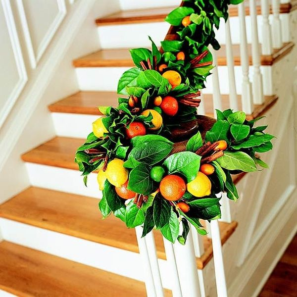 christmas-staircase-decorating-13