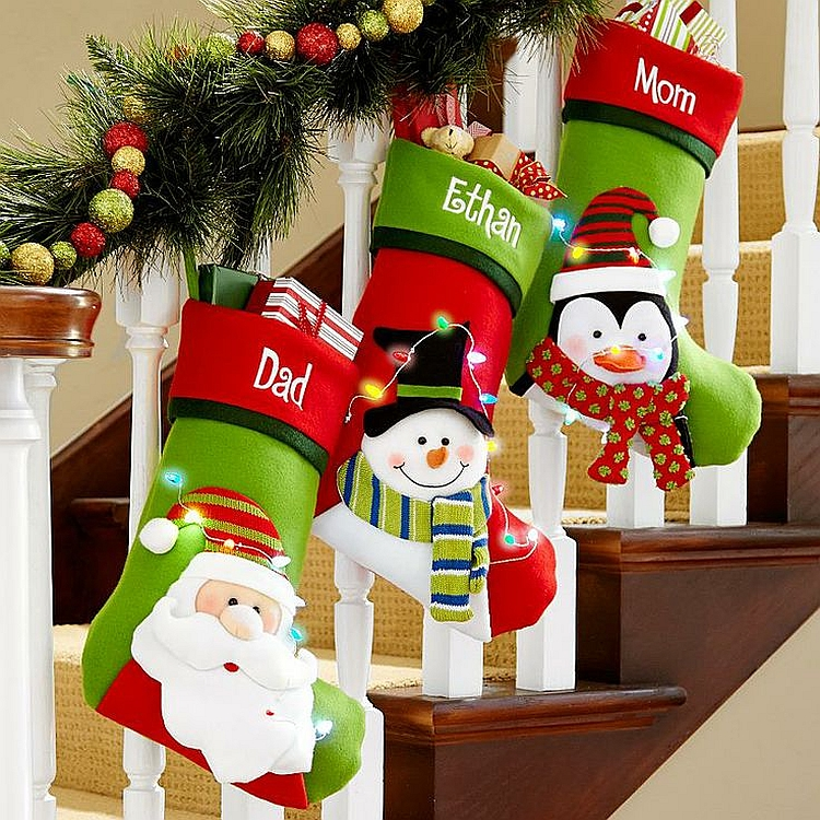 christmas-staircase-decorating-16