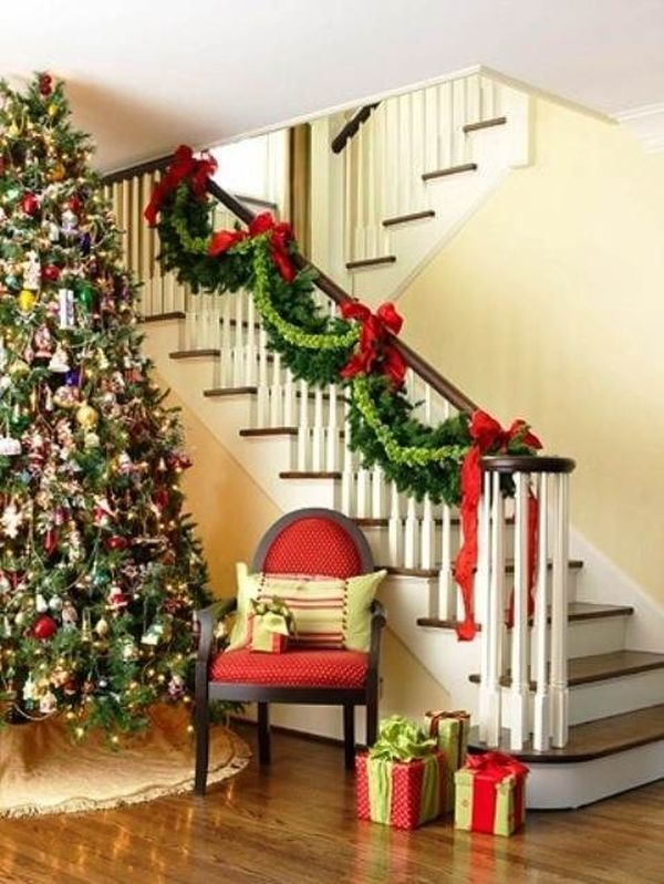 christmas-staircase-decorating-22