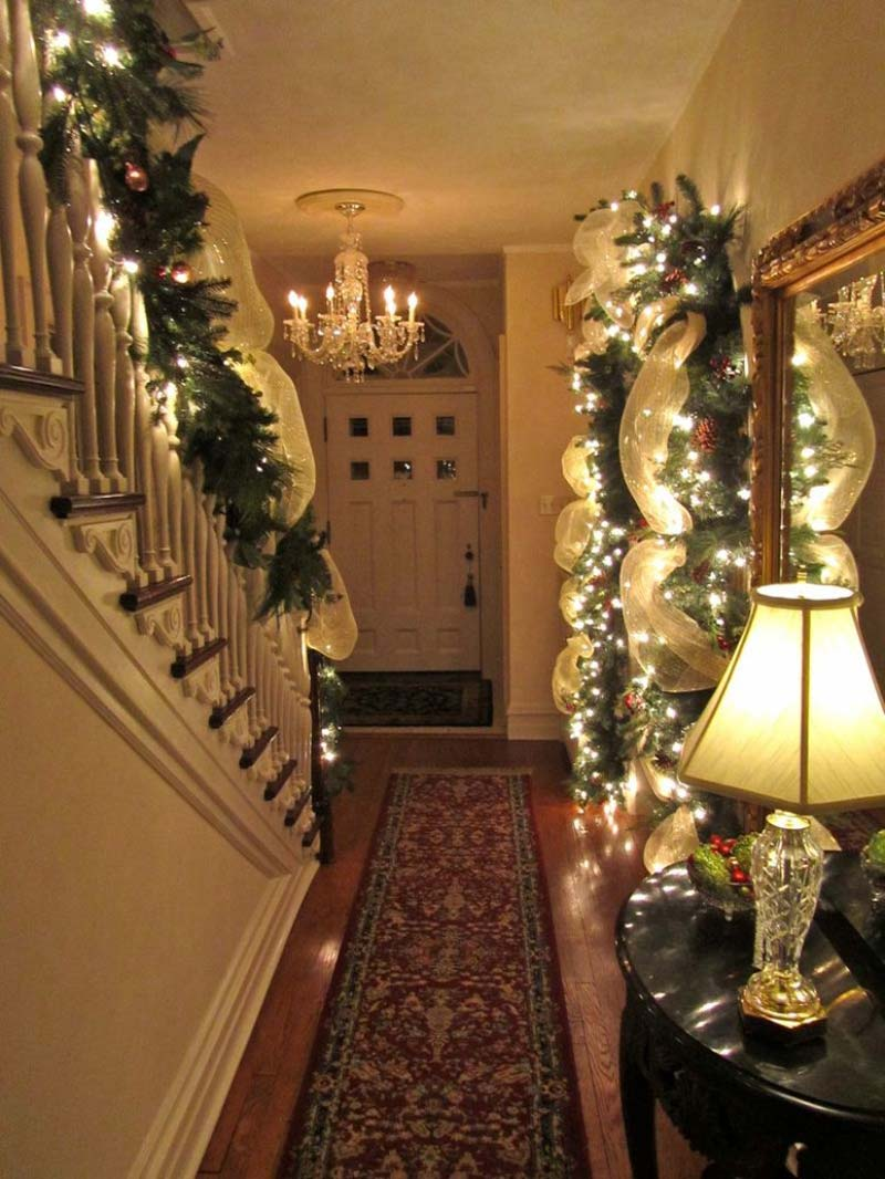 christmas-staircase-decorating-23