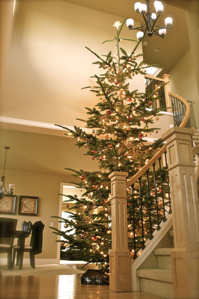 christmas-staircase-decorating-5