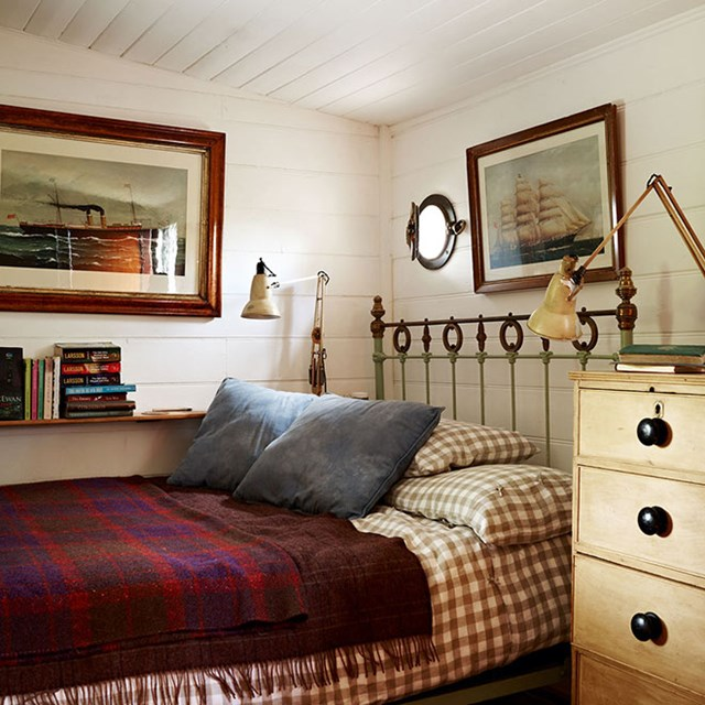 small-wood-panelled-bedroom