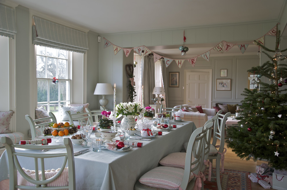 Large Farmhouse Dining Room Christmas Decoration