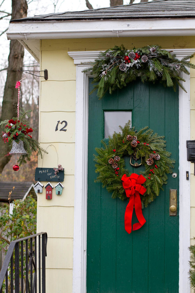 Simple Entry Wreath With Nice Color Combination