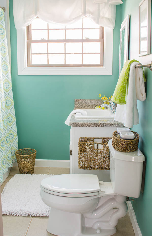 Clean And Bright Small Functional Bathroom
