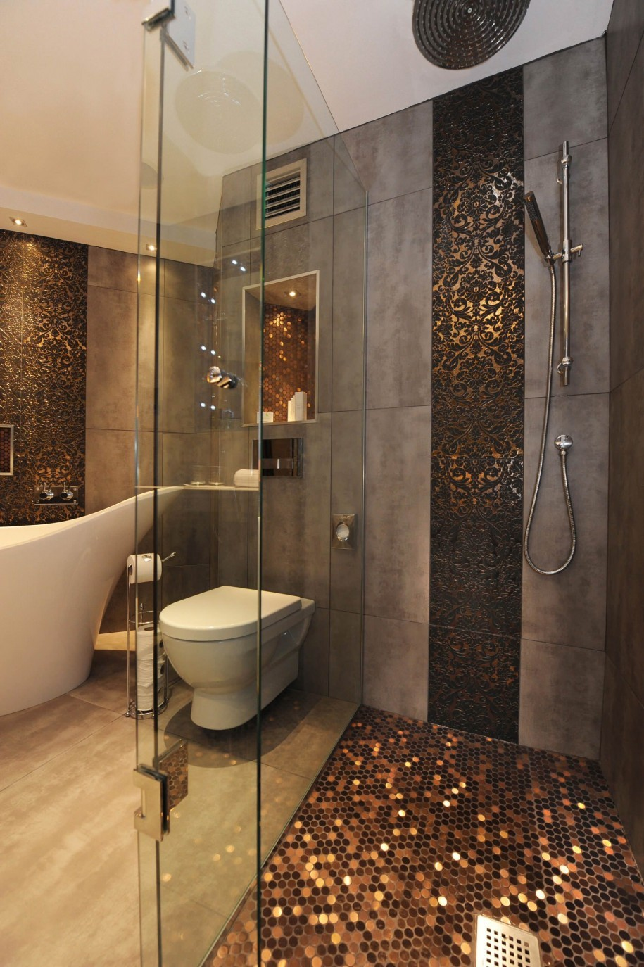 Small But Luxury Bathroom Design