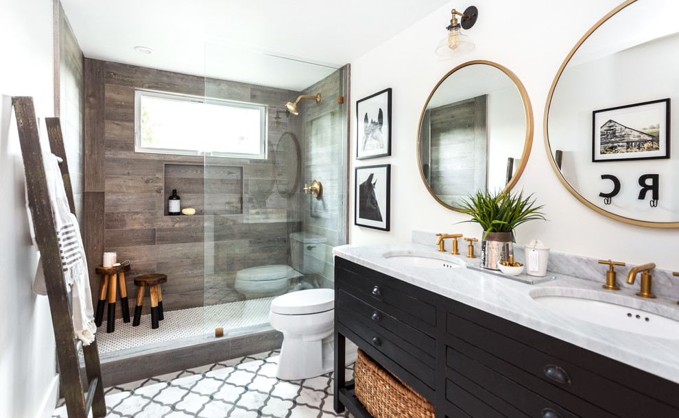Small Farmhouse Bathroom Design