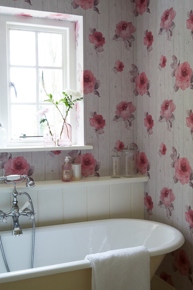 Small Shabby-Chic Style Bathroom